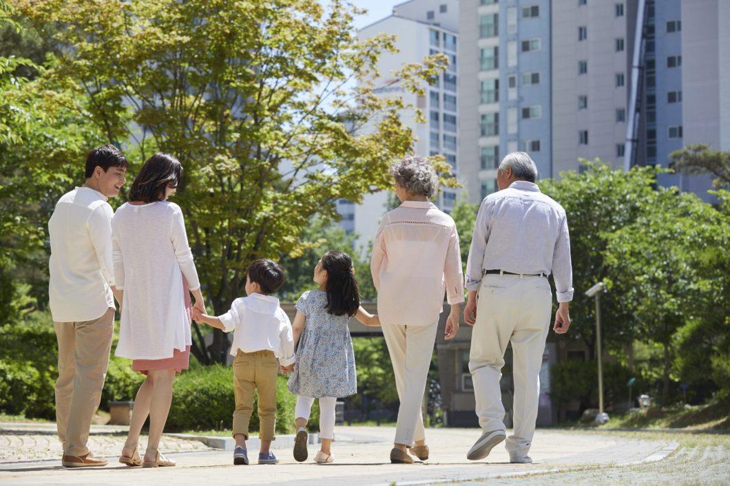 親子3世代がともに歩んでいる